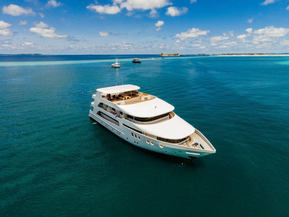 MV Adora, Maldives